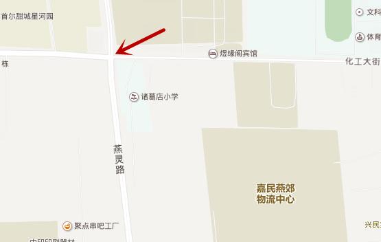 燕灵路上这个没有红绿灯的十字路口,官方回复无法安装红绿灯.